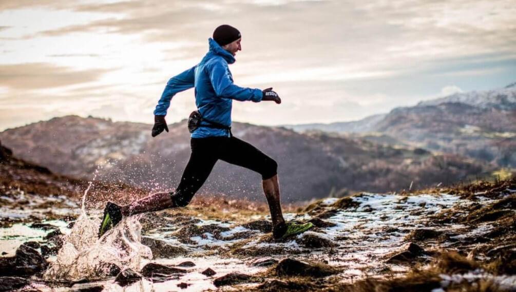 Kā ģērbties skrienot lietū