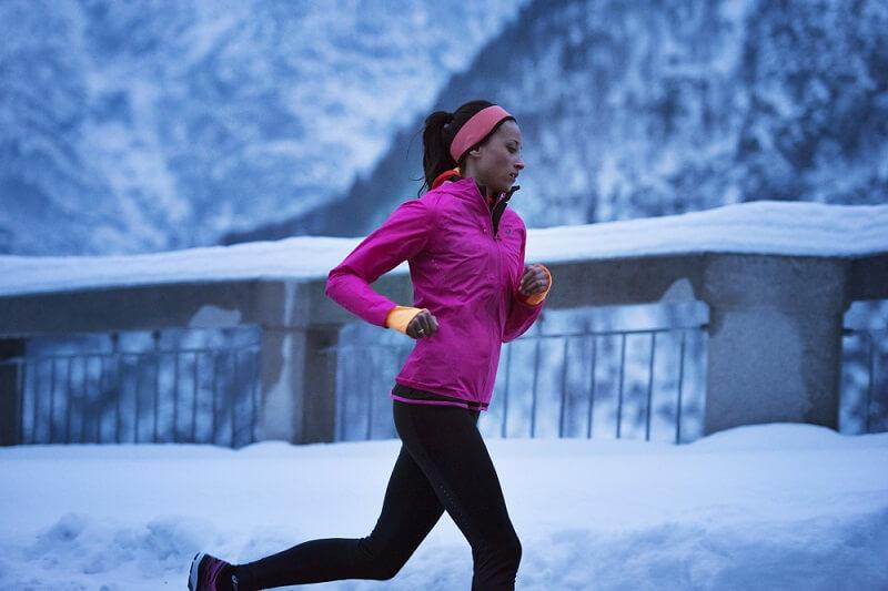 Piemērots skriešanas apģērbs ziemai
