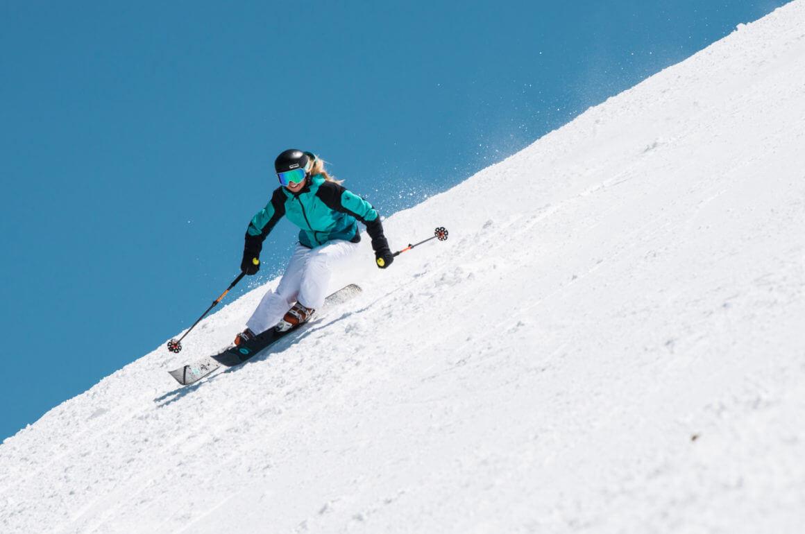 Kā izvēlēties kalnu slēpošanas apģērbu